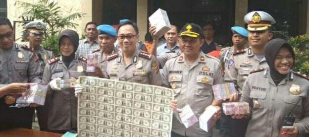 Barang bukti uang palsu yang diamankan Polsek Bogor Timur, Kamis 20/9/2018 (dok. KM)