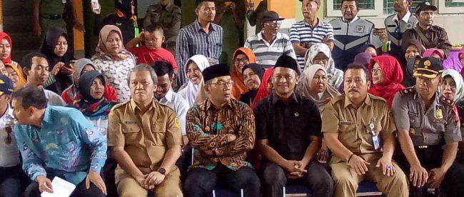 Gubernur Jawa Barat Ridwan Kamil (tengah) di Parumg Panjang, Kabupaten Bogor, Selasa 25/9 (dok. KM)