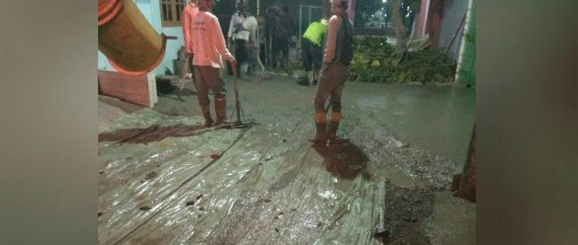 Kegiatan pengecoran jalan lingkungan di Jatimulya, Kabupaten Bekasi (dok. KM)