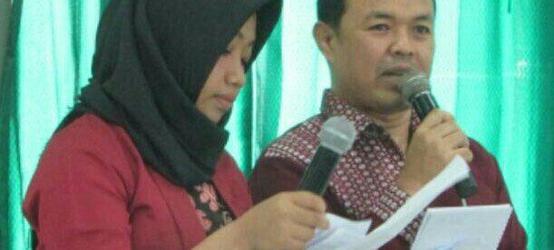 Kapten Sar (kanan), Master Trainer MBP Indonesia Malaysia Saat Menjadi MC Di Acara Workshop Jurnalistik PWRI Depok (dok. KM)