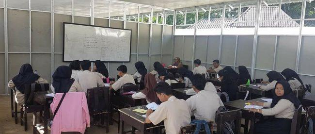 Suasana belajar di sekolah darurat di Lombok (dok. KM)