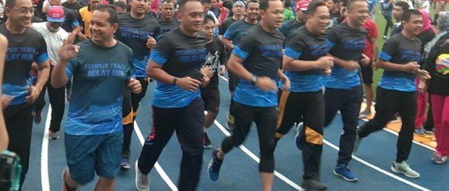 Walikota Bogor dan jajaran muspida bersama warga Kota Bogor saat peresmian jogging track Lapangan Sempur, Sabtu 27/10/2018 (dok. KM)