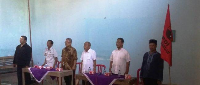 Heru Sudjatmoko dan Moch Ichwan dalam rapat terbatas tim relawan PDI Perjuangan di Kecamatan Ayah, Kabupaten Kebumen, 28/10/2018