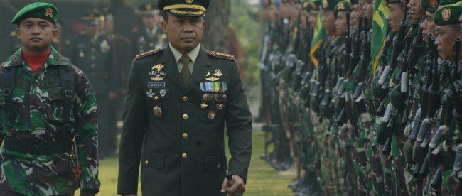 Danrem Kolonel Inf Mohamad Hasan bertindak selaku Inspektur Upacara dalam upaxara peringatan HUT TNI ke-73 di lapangan Yonif 315/Garuda Kecamatan Bogor Barat, Kota Bogor, Jumat 05/10/2018 (dok. KM)