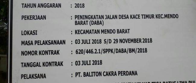 Papan plang proyek peningkatan jalan di Desa Kace Timur, Kabupaten Bangka (dok. KM)