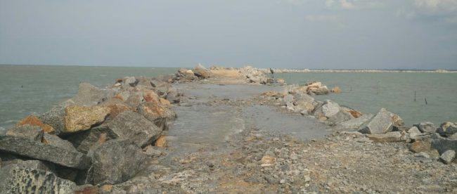 Lokasi proyek pekerjaan pemecah gelombang di Pantai Penyak-Terentang, Kab. Bangka Tengah (dok. KM)
