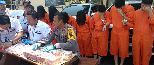 Jumpa Pers penangkapan 7 tersangka hipnotis dan barang bukti di Polres Jembrana, Bali, 29/10/2018 (dok. KM)
