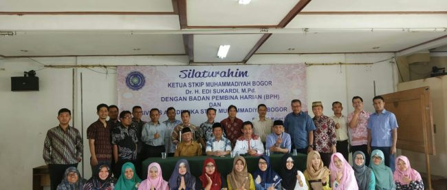 Foto bersama ketua, BPH dan dosen STKIP Muhammadiyah Bogor