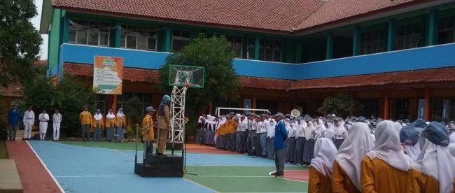 Staf puskesmas Reni Marlina saat penyuluhan di SMAN 1 Tajurhalang (dok. KM)