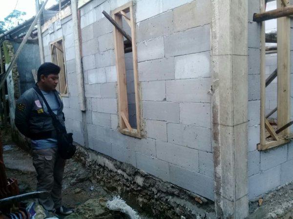 Rumah warga yang diduga berkecukupan di Desa Wangunjaya, Leuwisadeng, yang mendapat bantuan bedah rumah BSPS  (dok. KM)