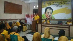 Ketua DPR RI Bambang Soesatyo memberikan orasi saat peresmian posko rumah aspirasi di Kebumen, Selasa 20/11/2018 (dok. KM)