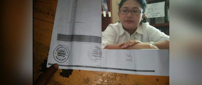 Bukti RKAS dan yang diduga tiruan tanda tangan ketua komite SMKN 1 Mandrehe. (Inset)Kepala sekolah SMKN 1 Mandrehe, Astuti Nds Zendrato (dok. KM)