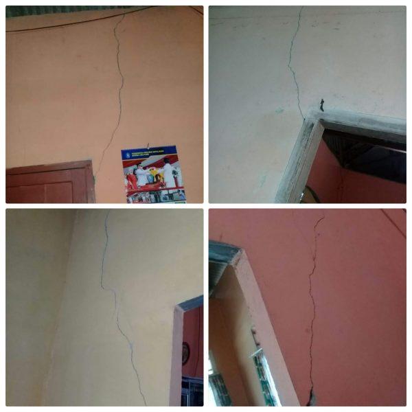retak-retak di dinding rumah warga Desa Air Mesu Timur yang diduga dampak dari pertambangan batu gunung (dok. KM)
