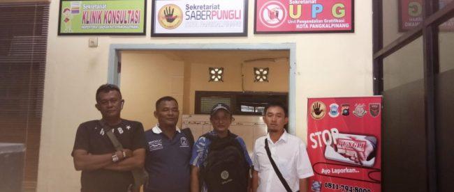 Warga dan aktivis ormas LMP dan LSM FORASDA Babel mendatangi sekretariat Satgas Saber Pungli Babel di Pangkalpinang, Selasa 5/11/2018 (dok. KM)