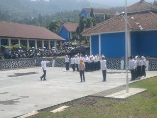 Siswa SMKN 1 Puncak sedang latihan Paskibra (dok. Tar/KM)
