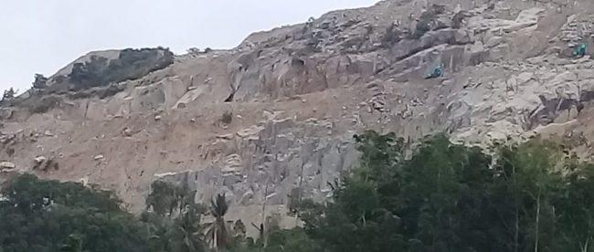 Aktivitas tambang batu gunung di Bukit Nunggal, Bangka Tengah (dok. KM)