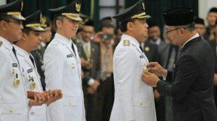 Bima Arya dan Dedie A Rachim resmi dilantik sebagai Walikota dan Wakil Walikota Bogor di Bandung, Sabtu 20/4/2019 (dok. KM)