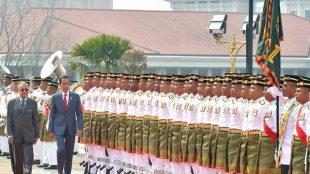 Presiden Jokowi itu disambut oleh Perdana Menteri (PM) Malaysia Mahathir Mohamad di Dataran Perdana, Putrajaya, Jumat 9/8/2019