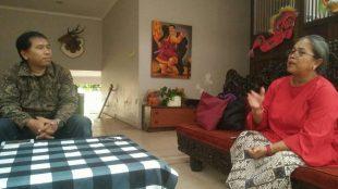 Pendiri Rumah Cinta Wayang, Dwi Woro Retno Mastuti saat diwawancarai awak media KM (dok. KM)