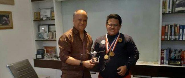 Ilmuwan muda Muhammad Ja'far Hasibuan bertemu dengan Dr. Ilham Habibie, putra Prof. Dr. B.J. Habibie di Kawasan Mega Kuningan, Jakarta Selatan pada hari ini, Selasa 1/10/2019