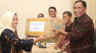 Suasana penyerahan bantuan obat dan APD oleh Pemda Halteng, Kamis 26/3/2020 (dok. KM)