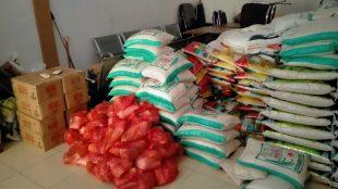 Paket-paket bantuan sembako yang diberikan oleh pihak swasta di gudang Dinsos Pelalawan (dok. KM)