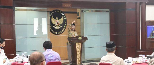 Menko P{olhukam Mahfud MD saat menerima kunjungan tokoh organisasi keagamaan di Jakarta, Rabu 17/6/2020.