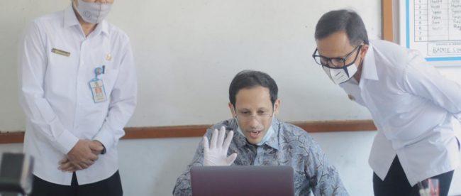 Menteri Pendidikan Dan Kebudayan (Mendikbud) RI didampingi Wali Kota Bogor saat memantau sekolah, Kamis 30/7/2020 (dok. KM)