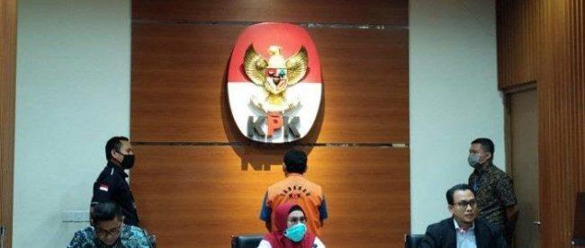 Wakil Ketua KPK Lili Pintauli Siregar merilis penahanan mantan Bupati Bogor Rachmat Yasin, Kamis malam 13/8/2020 (dok. Hari Setiawan Muhammad Yasin/KM)