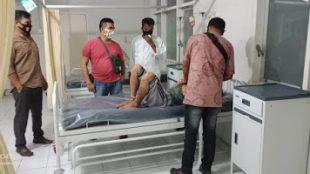 Pelaku penganiayaan sedang diamankan untuk dibawa ke RSJ Saanin Padang (dok. KM)