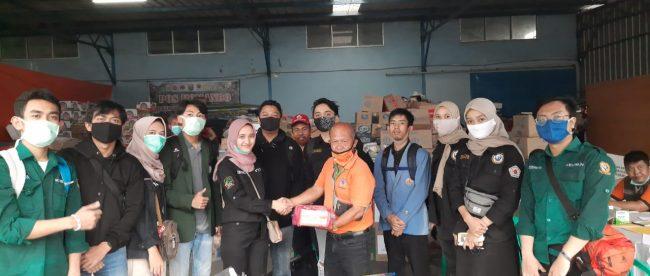 Pemberian Bantuan BEM KM Kesatuan Bogor Kepada Para Korban Banjir Desa Pasawahan Kecamatan Cicurug Sukabumi, sabtu 26/9/2020 (dok. KM)