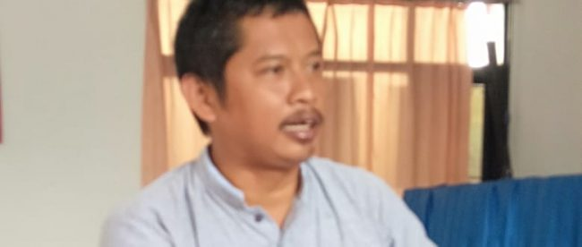 Ketua Forum Masyarakat Peduli Lingkungan RT 07/03 Desa Cidahu, Deny Amaruloh (dok. KM)