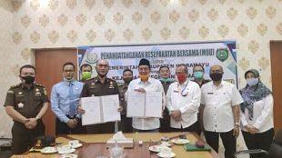 Plt Bupati Indramayu dan Kajari Indramayu usai penandatanganan Perjanjian Kerjasama, Rabu 23/9/2020 (dok. KM)