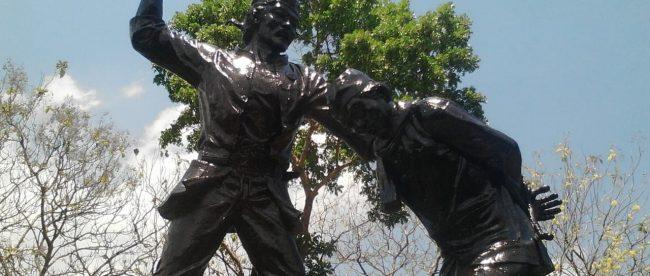 Patung Muso memenggal KH Sidiq di Monumen Kresek, Madiun (dok. KM)