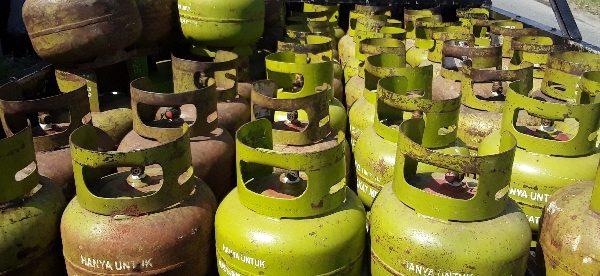 Tabung Gas 3kg kosong di salah satu pangkalan gas di Bengkulu