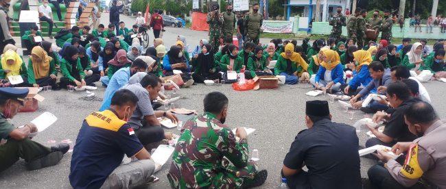PMII Bengkulu Selatan saat melakukan Aksi di depan Gedung DPRD Kabupaten Bengkulu Selatan Senen,(12/10