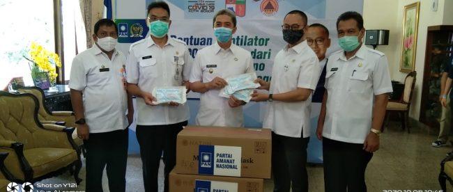 Anggota DPR RI Eddy Soeparno menyerahkan bantuan ventilator kepada Pemkot Bogor, Kamis 8/10/2020 (dok. KM)