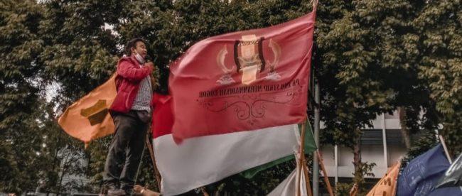 Aksi menolak UU Omnibus Law Cipta Kerja di Istana Kepresidenan Bogor (dok. KM)