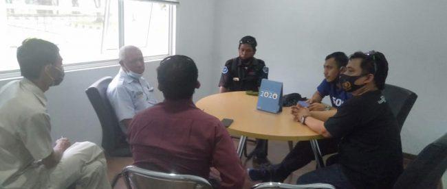 Ketua Persatuan Wartawan Serang Timur (PERWAST) bertemu dengan perwakilan PT. TSIKA terkait pengusiran terhadap wartawan yang dilakukan oleh oknum security (dok. KM)
