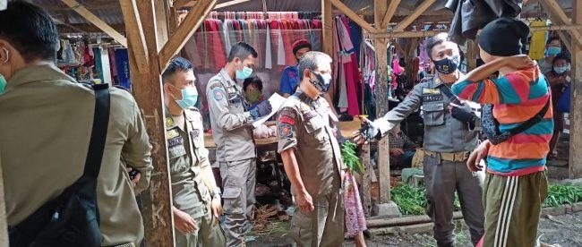 Razia masker di kawasan Pasar Selasa, Ciampea Udik, Kabupaten Bogor, Selasa 27/10/2020 (dok. KM)