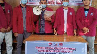 Kornas BEM PTM membacakan tuntutan dalam mimbar bebas di Surabaya, 28/10/2020 (dok. KM)