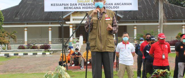 Pjs Bupati Bengkulu Selatan saat menyampaikan kata sambutannya pada Apel Siaga Bencana Hidrometeorologi pada Jum'at (06/11/2020).
