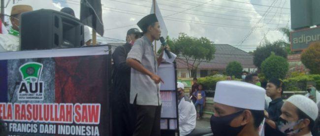Pengunjuk rasa yang tergabung dalam Aliansi Umat Islam Kota Tanjungbalai dalam