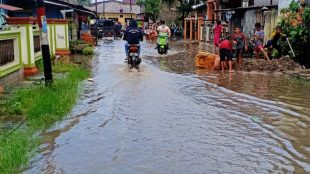 Genangan air di di Jalan Keramat Agis lingkungan III Kelurahan Tanjungbalai IV, Kecamatan Tanjungbalai Utara, Kota Tanjungbalai (dok. KM)