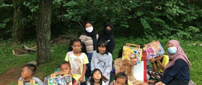 Anak-anak di Kelurahan Empang yang mengikuti kegiatan belajar non formal (dok. KM)