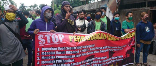 Aksi mogok kerja buruh PT. ASA, Tanjungbalai, Senin 9/11/2020 (dok. KM)