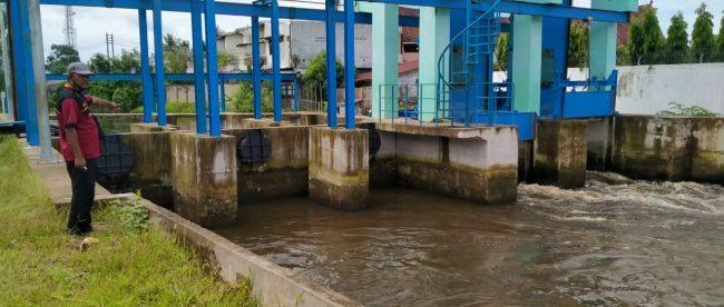 Pintu air pengendali banjir yang tidak beroperasi di Pulau Simardan, Tanjungbalai (dok. KM)