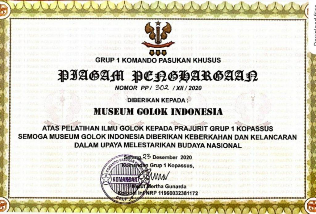 Piagam Penghargaan untuk Museum Golok Indonesia dari Grup 1 Kopassus (dok. KM)