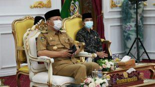 Gubernur Bengkulu Rohidin Mersyah mengikuti Rapat Kerja Nasional (Rakernas) Pembangunan Pertanian Tahun 2021 bersama Presiden Republik Indonesia Joko Widodo secara daring, bertempat di Gedung Daerah Balai Raya Semarak Bengkulu, pada Senin (11/1).