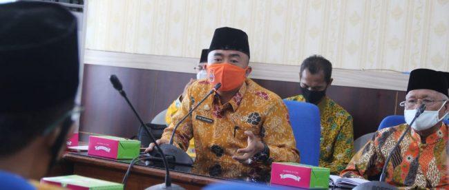 Kepala Biro Pemkesra Setda Provinsi Bengkulu Edie Hartawan saat mentampaikan pemaparannya